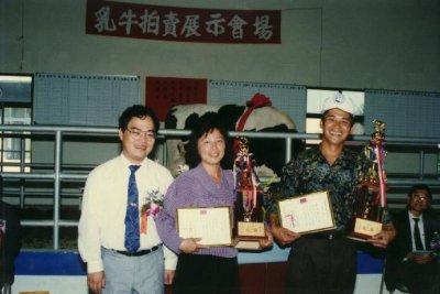 第一至六屆乳牛比賽拍賣會歷史鏡頭-評審講評與頒獎-11